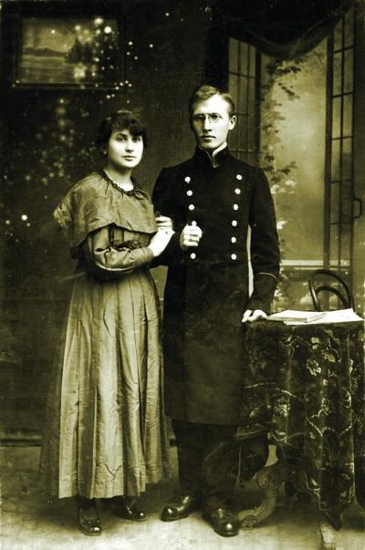 Студент МДА Зосима Трубачёв с женой Клавдией. Сергиев Посад. 1917